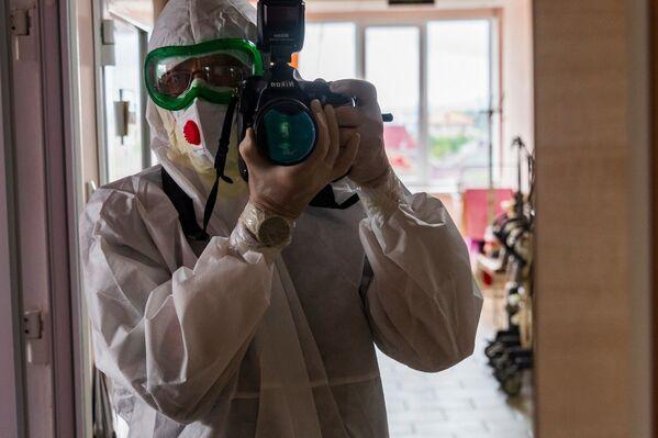 Фотокорр РИА Новости Крым Дмитрий Макеев в полной экипировке красной зоны.
