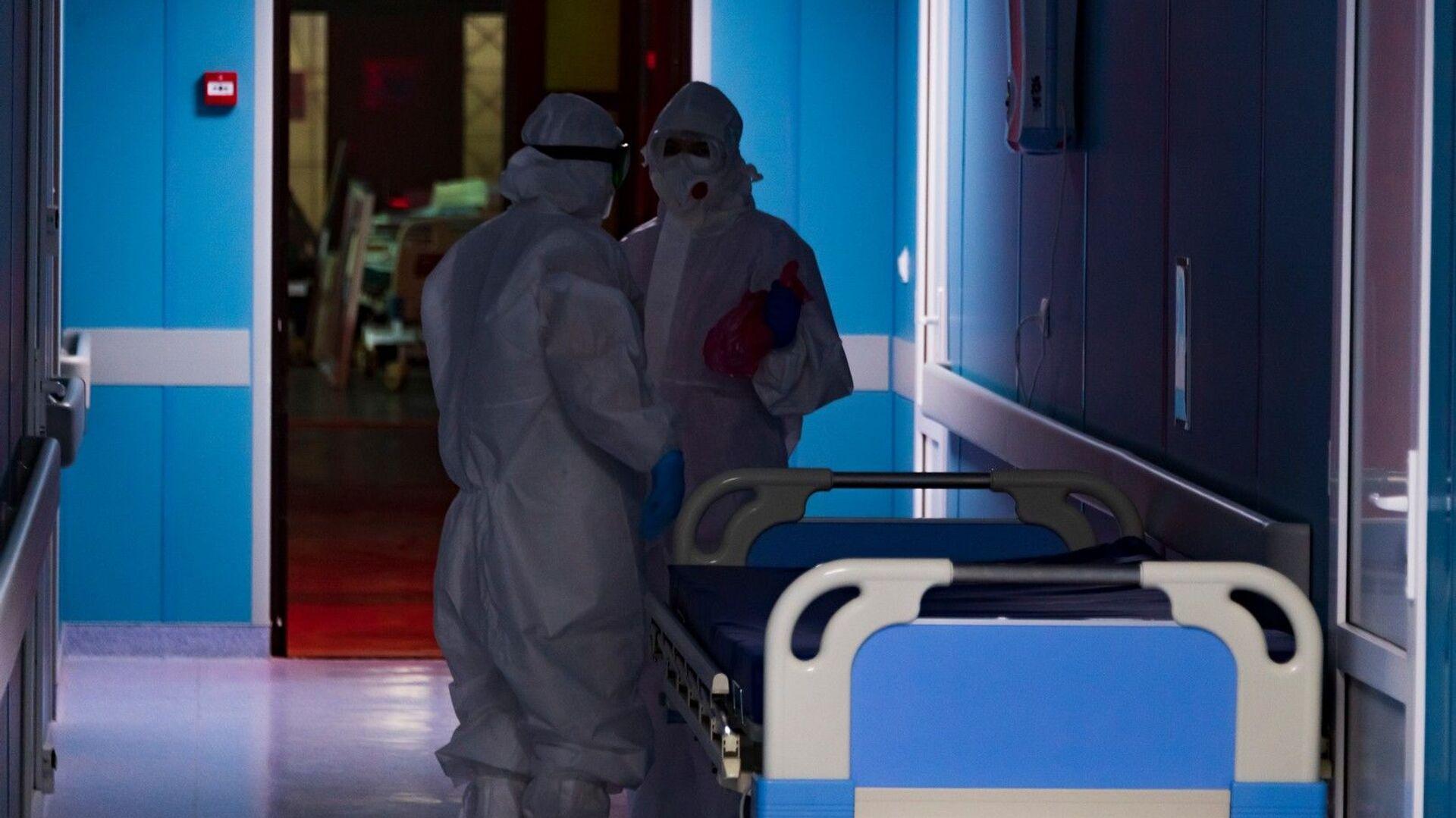 За время пандемии отделение теряло не только пациентов, но и врачей. - РИА Новости, 1920, 01.07.2021