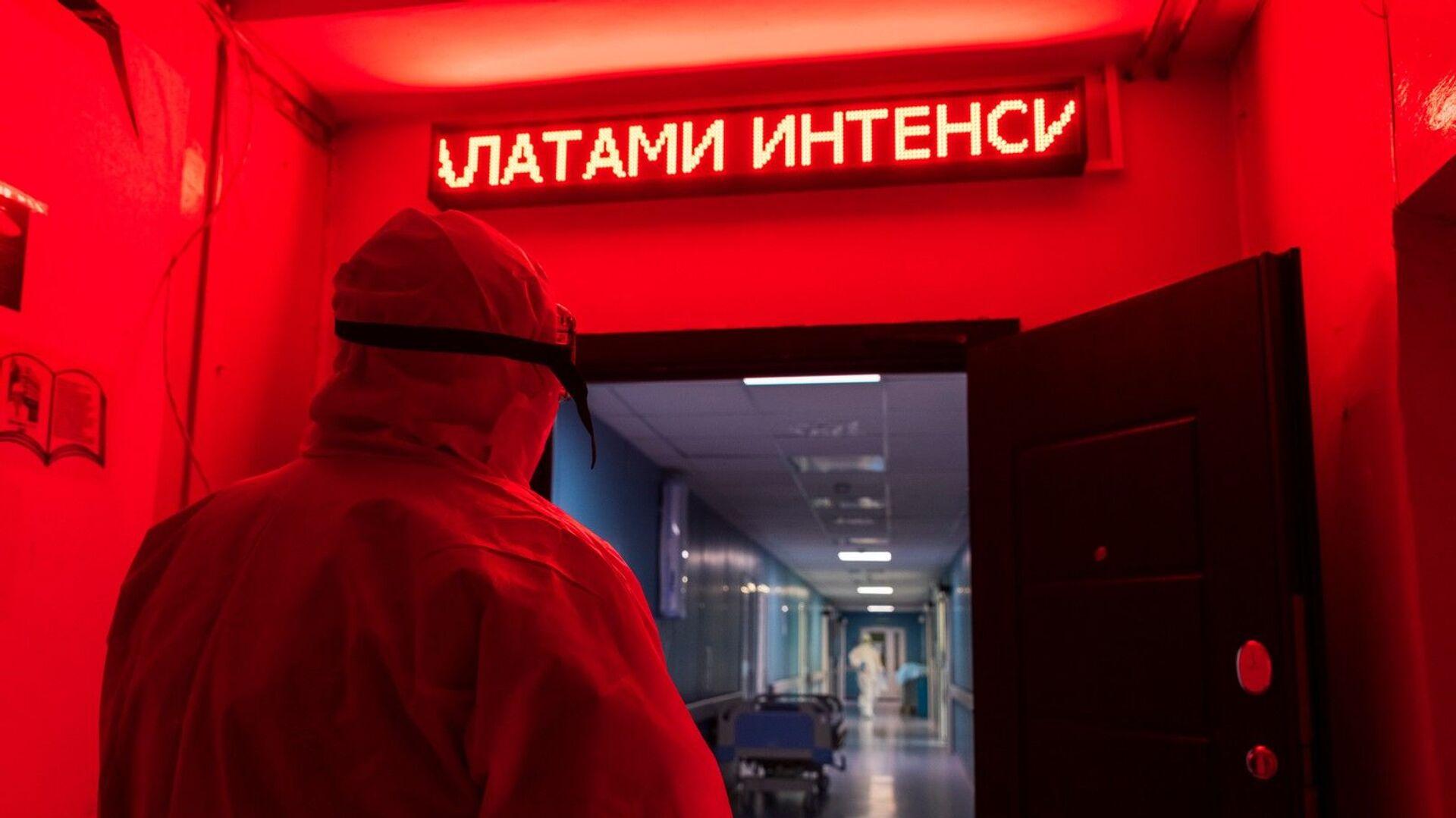 В красной зоне ковидного госпиталя - РИА Новости, 1920, 30.06.2021