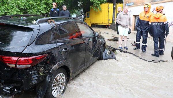 Ликвидация последствий наводнения в Ялте. Архивное фото