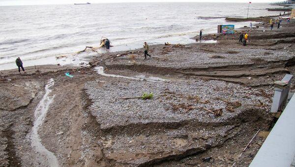 Пляжи Ялты после аномальных ливней 18 июня 2021 года