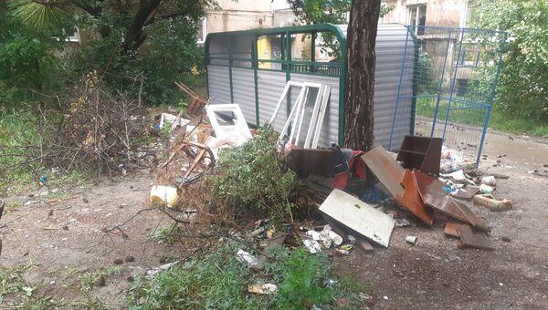 как в столице Крыма убирают мусор