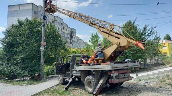 В Симферополе ремонтируют сети уличного освещения