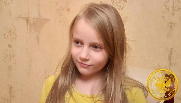 В Москве восьмилетняя Алиса Теплякова сдала Единый государственный экзамен и получила аттестат о среднем общем образовании