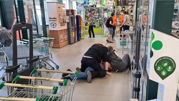 В Ярославле мужчина открыл стрельбу в супермаркете