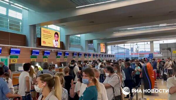 Видео РИА Новости. Очереди на прилете и вылете в аэропорту Шереметьево (копия)