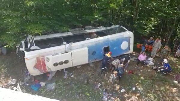 Туристический автобус попал в ДТП в Апшеронском районе Кубани