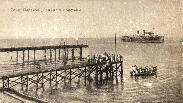 С 1925 года Ленин стал ходить в Черном море. Его даже снимали для открытки