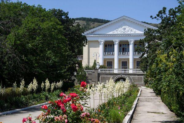 Цветочная аллея санатория Старый Крым