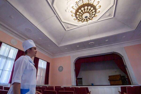 Отремонтированный к юбилею санатория актовый зал