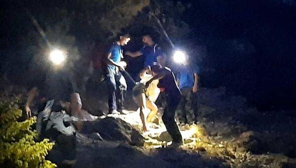 Сотрудники МЧС эвакуировали туристку с опасного склона горы под Судаком