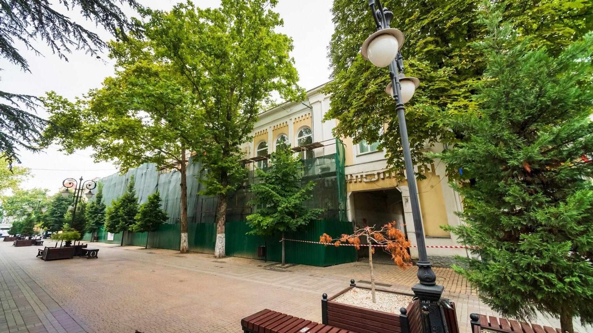 В Симферополе обрушилась стена здания Крымской государственной филармонии - РИА Новости, 1920, 16.08.2021