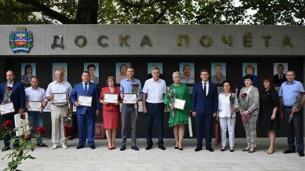 В Симферополе наградили трудовые коллективы и работников предприятий