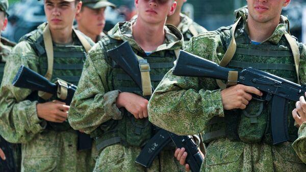 Военнослужащие на форуме Армия-2021 в Симферополе