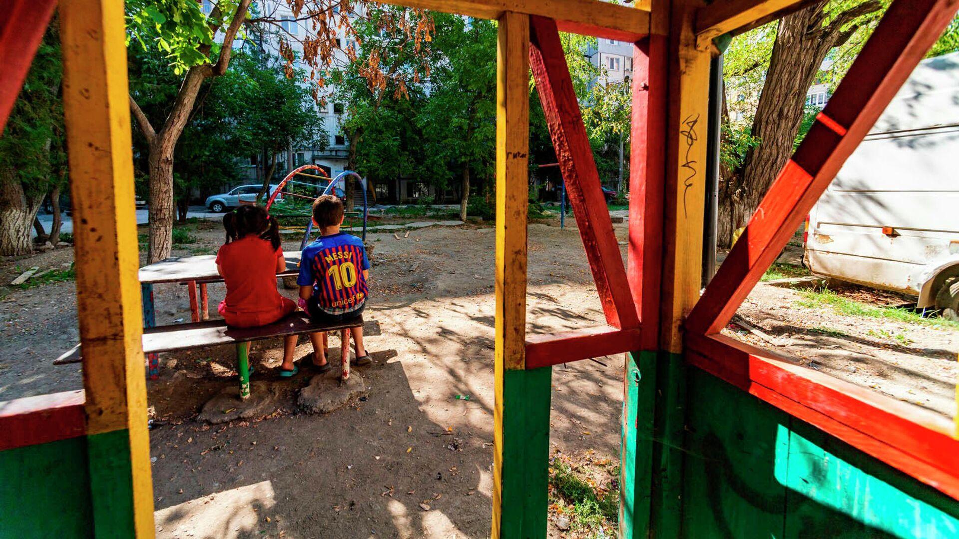 Дети на игровой площадке - РИА Новости, 1920, 01.09.2021