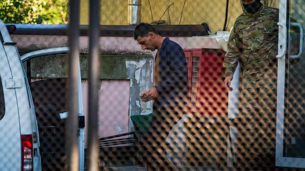 23 августа в Перевальном произошел прорыв трубопровода, по которому газ поступает в воинскую часть. Прорыв был ликвидирован вечером в тот же день. По подозрению в организации диверсии задержаны первый замглавы запрещенного в России меджлиса крымско-татарского народа* Нариман Джелялов и его сообщники. Суд избрал им меру пресечения в виде заключения под стражу сроком на два месяца - до 4 ноября 2021 года.