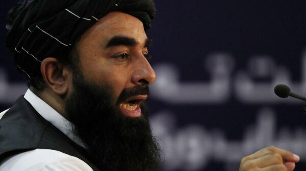 Представитель Талибана* (запрещен в России) Забихулла Муджахид выступает на пресс-конференции в Кабуле, Афганистан REUTERS / Stringer