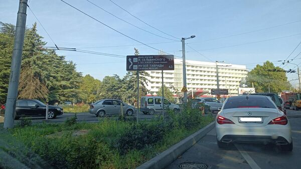 Пробки в районе гостиницы Москва в Симферополе