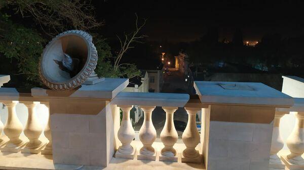 Вандалы повредили каменные вазы на недавно отреставрированной малой Митридатской лестнице в Керчи