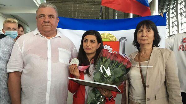 В Крым с серебряной медалью Паралимпийских игр вернулась пловчиха Ани Палян.