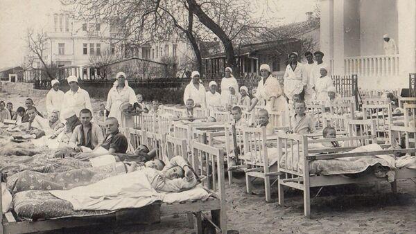 Детский санаторий им. Крупской. Дети проводили как можно больше времени на открытом воздухе. 30-е гг.