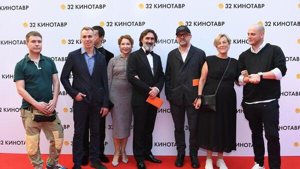 Съемочная группа фильма Нас других не будет на церемонии открытия 32-го Открытого Российского Кинофестиваля Кинотавр в Сочи.
