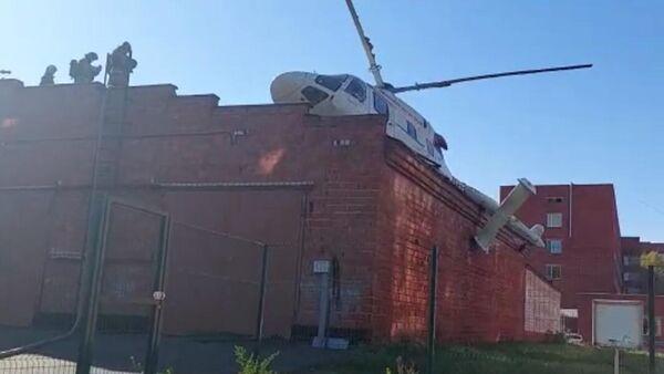 Вертолет санитарной авиации совершил жесткую посадку во время медицинской эвакуации пациента в Ижевске