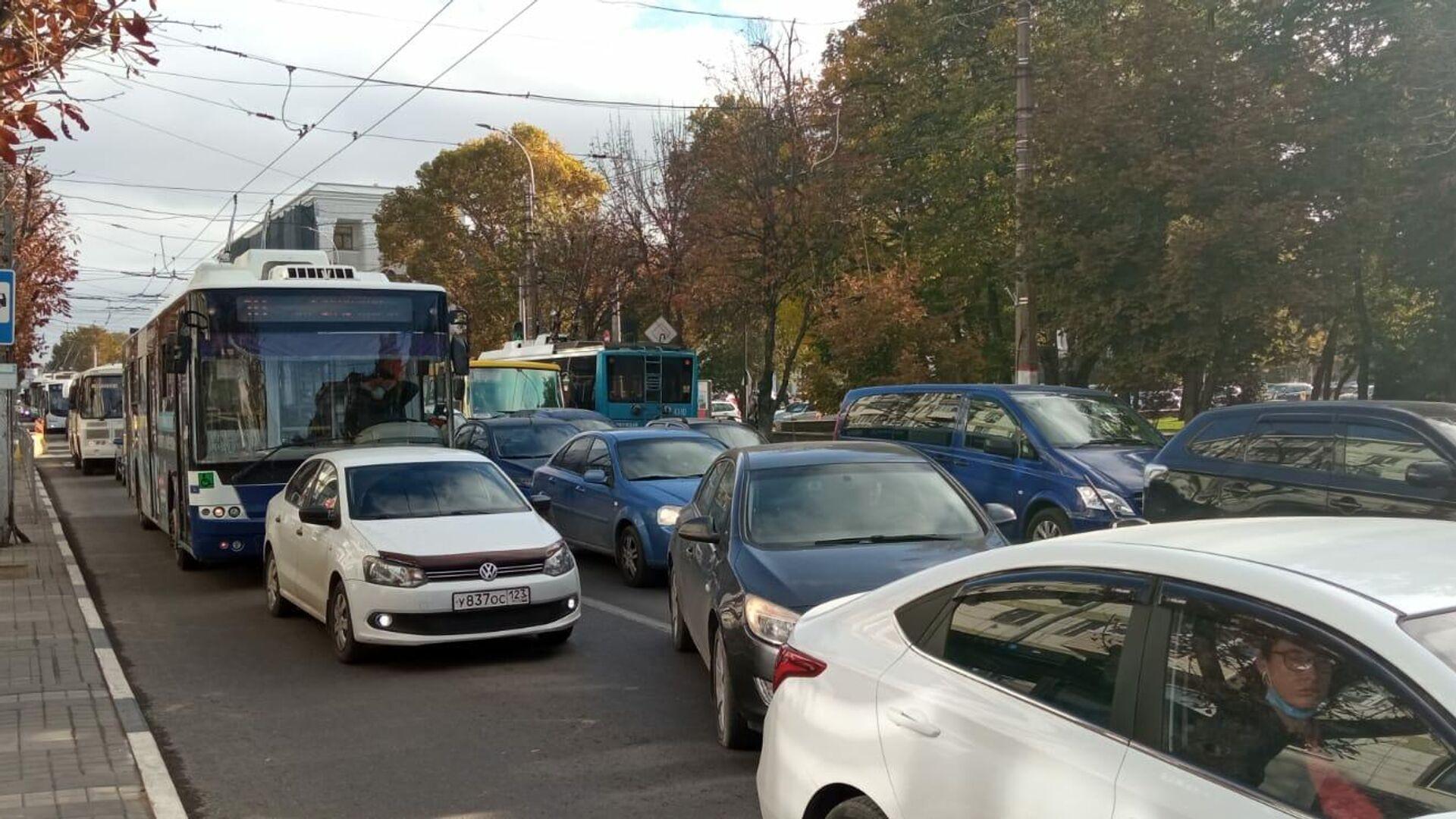 Что думают симферопольцы о массовых ремонтах дорог в городе - РИА Новости, 1920, 09.10.2021