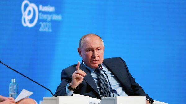 Президент РФ В. Путин принял участие в пленарном заседании форума Российская энергетическая неделя