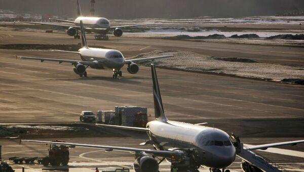 Самолеты Airbus-319, Airbus-320 и Boeing-767 в аэропорту Шереметьево