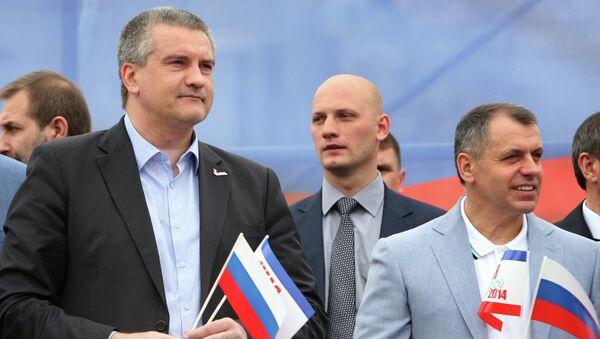 Виктор Агеев, Сергей Аксенов, Владимир Константинов на первомайской демонстрации в Симферополе