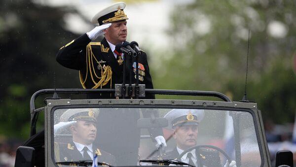 Командующий Черноморским флотом России вице-адмирал Александр Витко во время Парада Победителей в Севастополе.