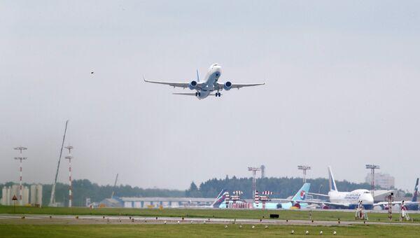 Боинг, принадлежащий авиакомпании Добролет, совершает свой первый рейс в Симферополь