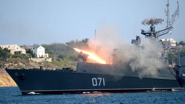 Малый противолодочный корабль МПК-118 (Суздалец) во время празднования Дня Военно-морского флота России в Севастополе. Архивное фото.