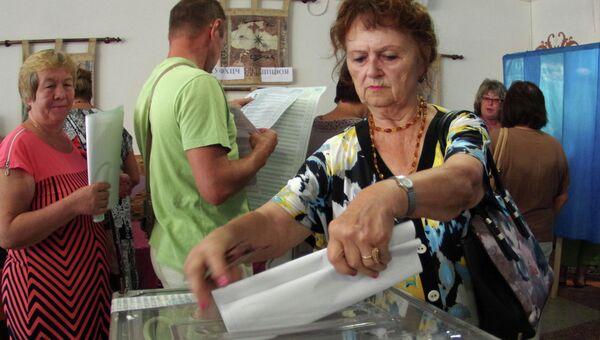 На одном из избирательных участков. Архивное фото