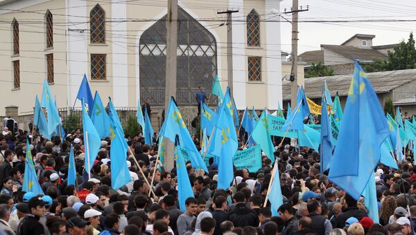 Крымские татары с флагами
