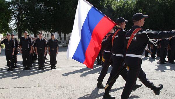 Приведение к воинской присяге новобранцев-контрактников МВД РФ в Симферополе