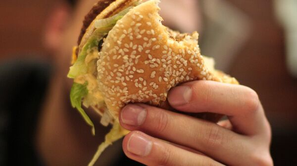 Благотворительная социальная акция Мак Хэппи День в ресторане Макдоналдс на Пушкинской площади