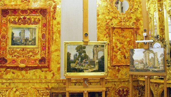Восстановленная часть Янтарной комнаты в Екатерининском дворце в Пушкине