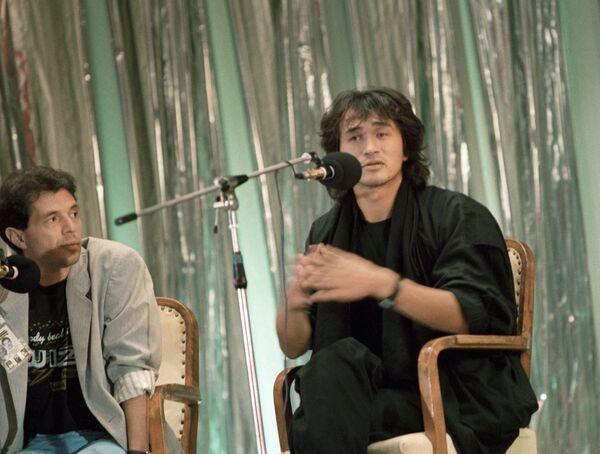 Виктор Цой на пресс-конференции