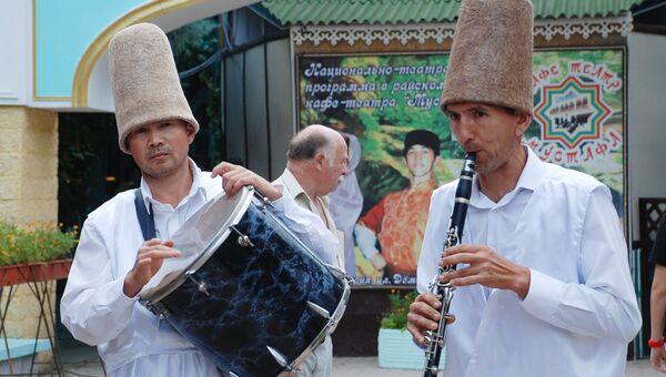 Ашикские поединки в рамках фестиваля Гезлев къапусы в Евпатории