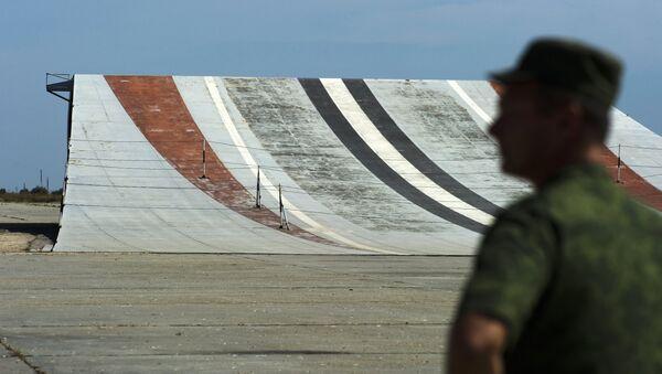 Тренировочные полеты летчиков палубной авиации на тренажере Нитка в Крыму