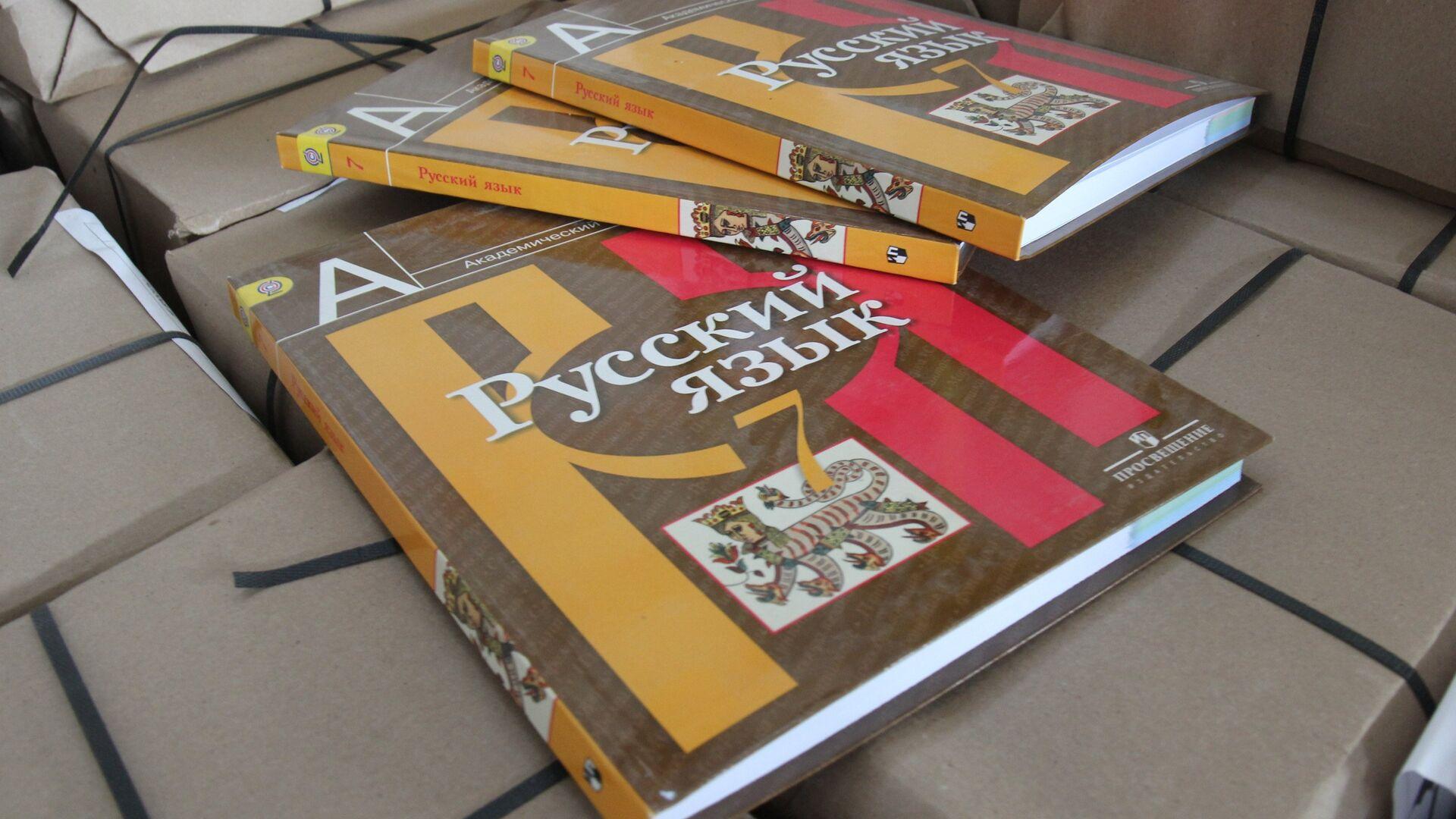 Последняя партия из 567 тысяч учебников для крымских школ прибыла в Симферополь - РИА Новости, 1920, 25.05.2021
