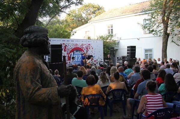 Волошинская сцена во дворе дома-музея Максимилиана Волошина на Koktebel Jazz Party. Первый день