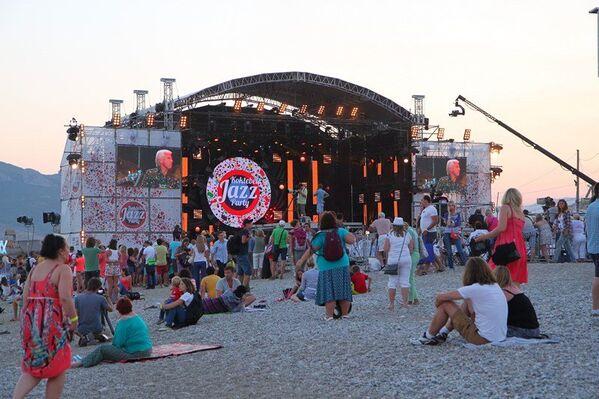 Второй вечер Koktebel Jazz Party. Зрительный зал на пляже