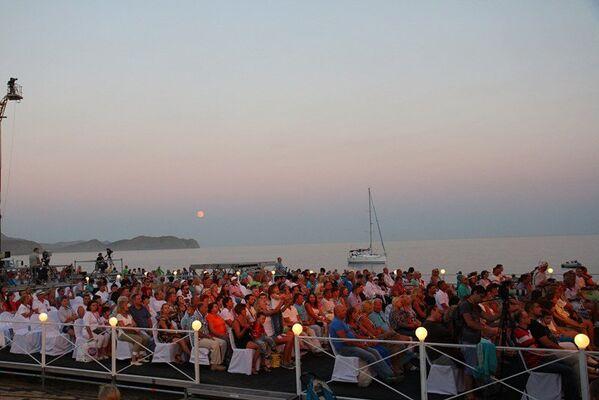 Второй вечер Koktebel Jazz Party. Концерт. Зрительская зона на пляже