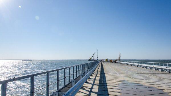 Строительство временного моста в Керченском проливе