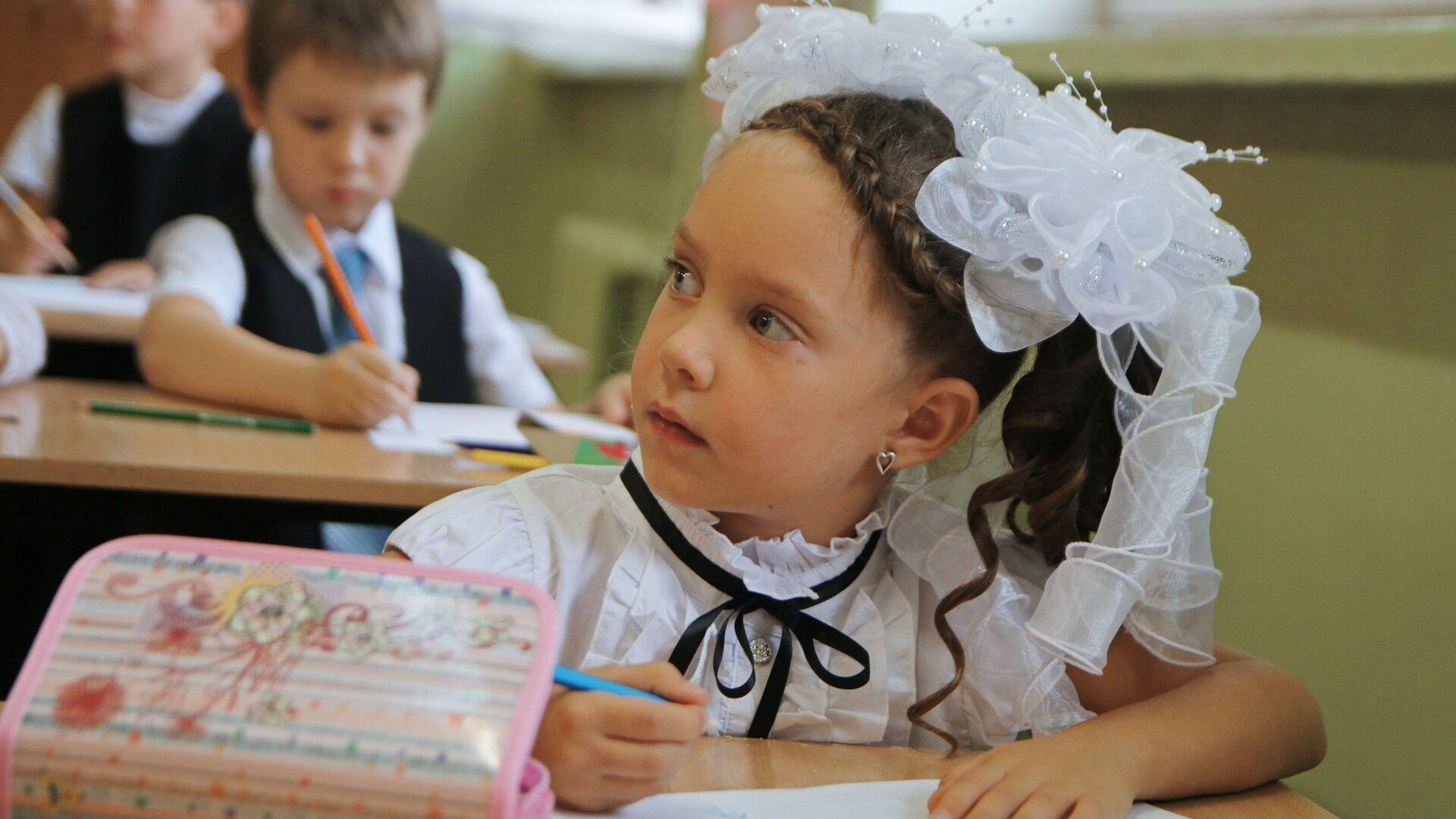 Начало учебного года в школах России - РИА Новости, 1920, 26.08.2021