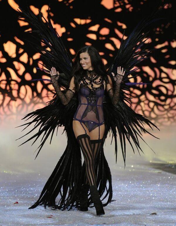 Бразильская супермодель, одна из ангелов Victoria's Secret, Адриана Лима