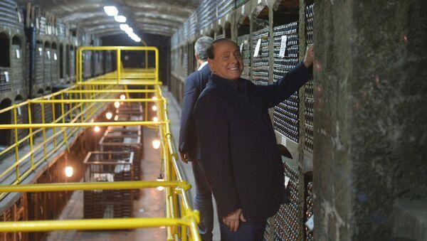 Бывшим итальянский премьер Сильвио Берлускони вместе с президентом России Владимиром Путиным посетил главный подвал в объединении Массандра